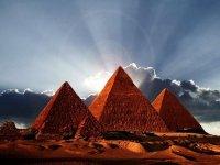 6946140-pyramids-of-egypt